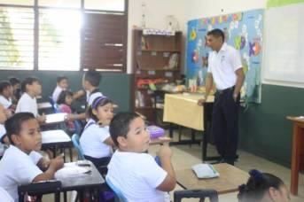 Niños en clase - Imagen pública