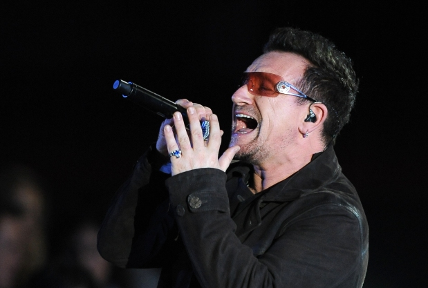 Bono performs at the Clinton Foundation - Imagen pública