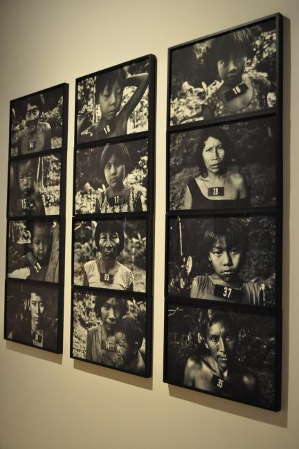 Horizontal 3, serie Marcados, de Claudia Andujar - Fotografía por Jessica Tirado Camacho