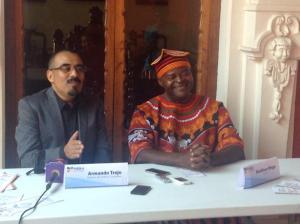 Director Arrmando Trejo y Boniface Ofogo de Camerun en conferencia de prensa