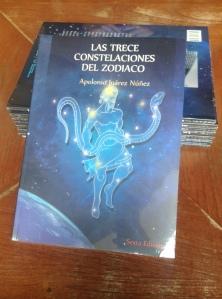 portada del libro Las trece constelaciones del zodiaco