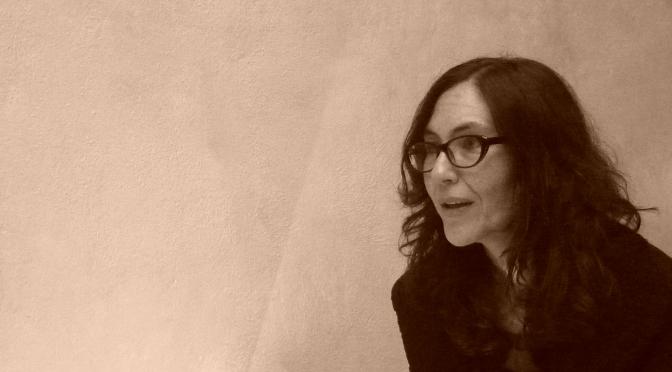 Hay un proceso de privatización del lenguaje: entrevista a Vivian Abenshushan