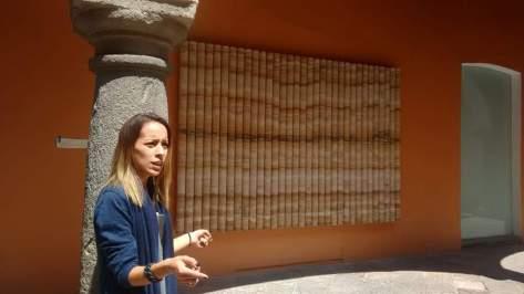 Elena Damiani explicandon Testigos: un catágolo de fragmentos